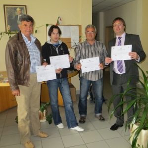 The participants in ESGI receive their certificates